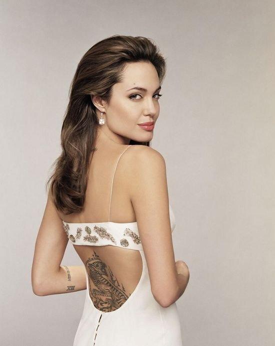 Angelina Jolie นักแสดงสาวชาวอเมริกัน