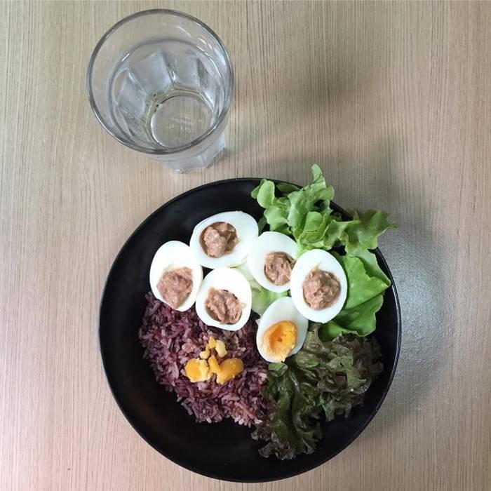 อาหารคลีน ข้าวกล้องไข่ทูน่า