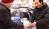 บริการด้วยหัวใจ คนขับแท็กซี่ใจดีแจกอั่งเปาให้ผู้โดยสารทุกปี