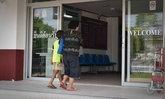 """เด็กกาฬสินธุ์ 8 ขวบ ขึ้นโรงพักถามตำรวจ """"จับแม่ผมทำไม"""""""