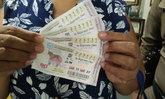 สาวไทใหญ่มหาเฮง ถูกรางวัลที่ 1 รวย 30 ล้าน หลังทำบุญพระธาตุดอยคำ