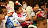 ดีต่อใจ จีนบริจาคกระเป๋านักเรียน พร้อมเครื่องเขียน 100,000 ใบ ให้เด็กเมียนมา