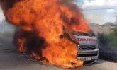 ไฟไหม้รถฉุกเฉิน! ขณะส่งผู้ป่วย-จนท.พาคนไข้หนีตายหวิดถูกคลอก