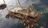 """เปิดคลิปกู้ """"เรือฟีนิกซ์"""" หลังจมนานเกือบ 4 เดือน  จนท.ยืนไว้อาลัยแก่ผู้เสียชีวิต"""