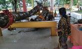 ให้โชคคนในหมู่บ้านมาหลายงวด ถวายแท่นเหล็กชุบสีทองวางรองเจ้าแม่ตะเคียน